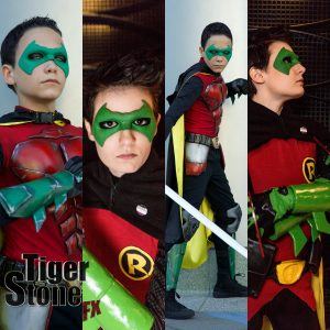 GalacticSpidey & Apotheosize Damian Wayne Robin cosplays with Tiger Stone FX mask - Photos by @danny.alterego @casphotography66 and @Nels._ on Instagram